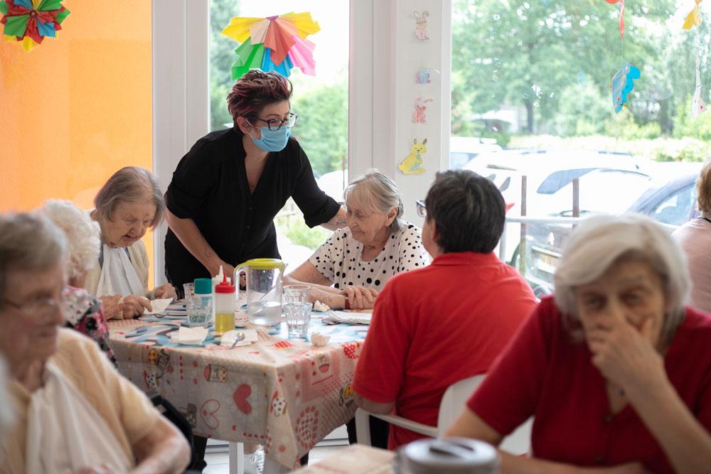 Monica Serra in comunità alloggio anziani